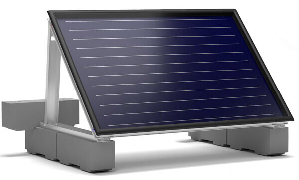 montage d'un panneau solaire sunhp avec fixations lestées avec socles en béton